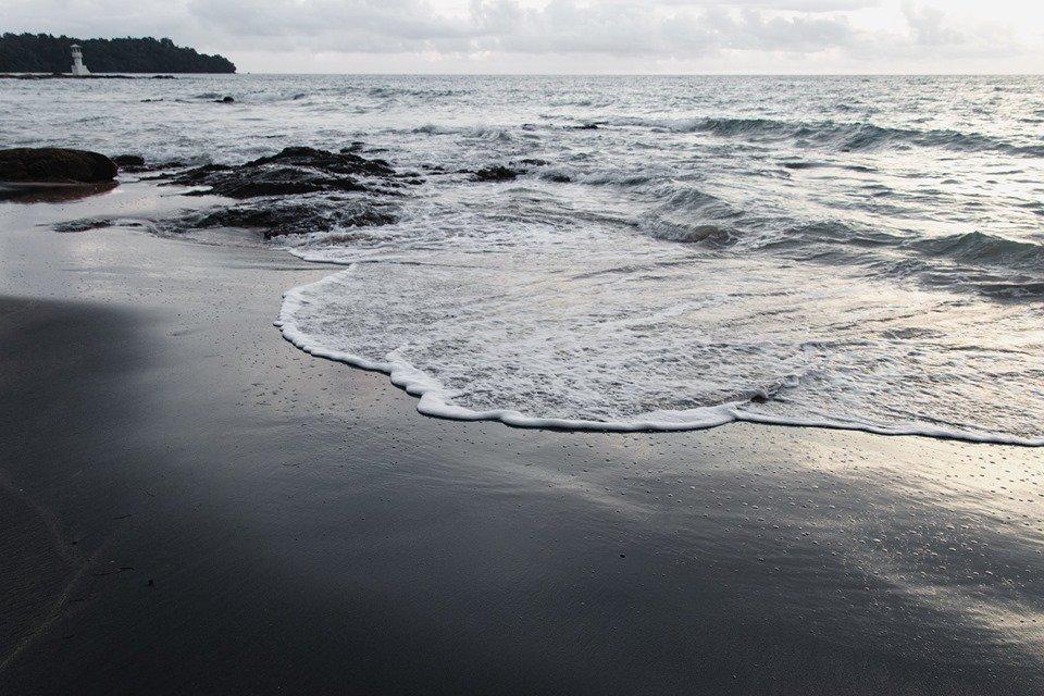 หาดทรายดำ ที่เที่ยวจังหวัดตราด
