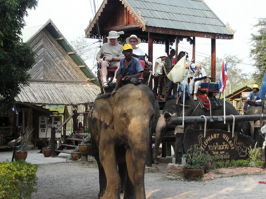 หมู่บ้านช้าง หัวหิน